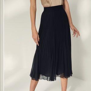 Aritzia Wilfred Twirl midi Skirt